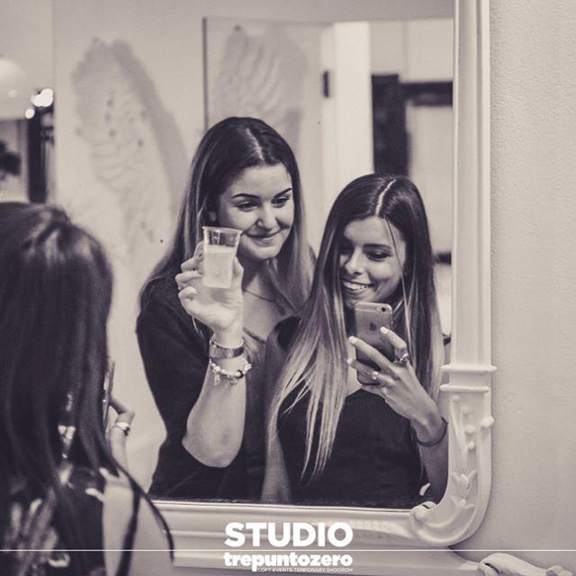 ragazze allo specchio